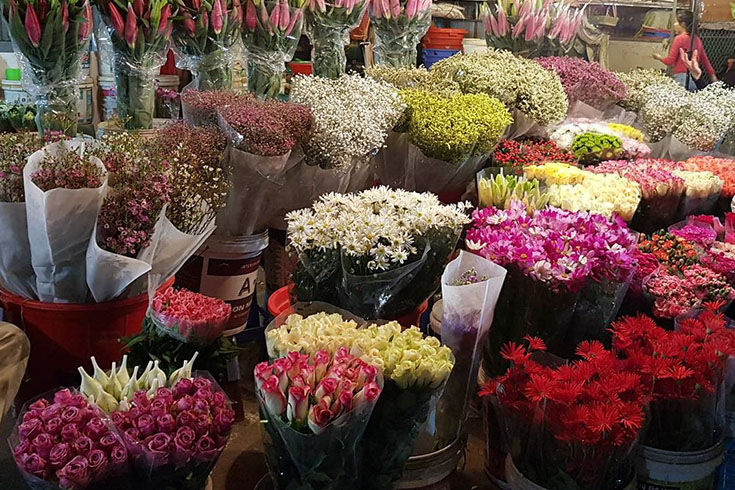 Morning flower market - the best of Hanoi